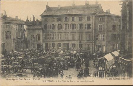 Épinal, La Place de l'Atre, un jour de marché