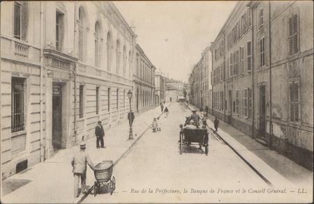 Épinal, Rue de la Préfecture, la Banque de France et le Conseil Général