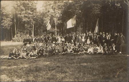 [Pouxeux, Arches, Rassemblement de lycéens en 1922]