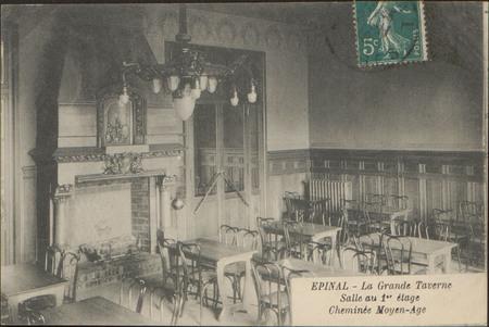 Épinal, La Grande Taverne, Salle au 1er étage, Cheminée Moyen-Âge