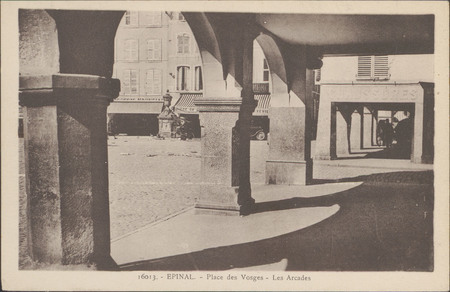 Épinal, Place des Vosges, Les Arcades