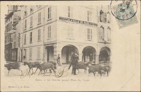 Épinal, Le Chevrier passant Place des Vosges