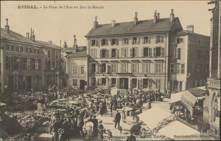 Épinal, La Place de l'Atre un Jour de Marché