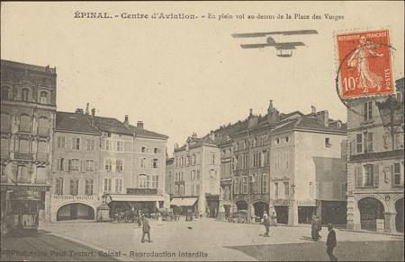 Épinal, Centre d'Aviation, En plein vol au-dessus de la Place des Vosges
