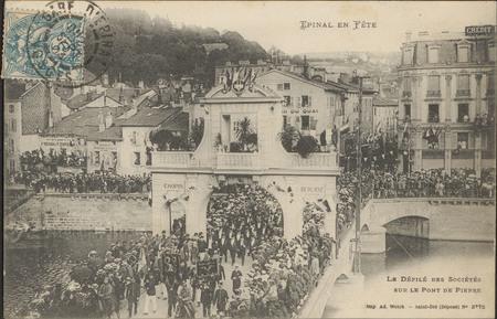 Le Défilé des Sociétés sur le Pont de Pierre