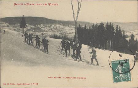 Une équipe d'intrépides skieurs