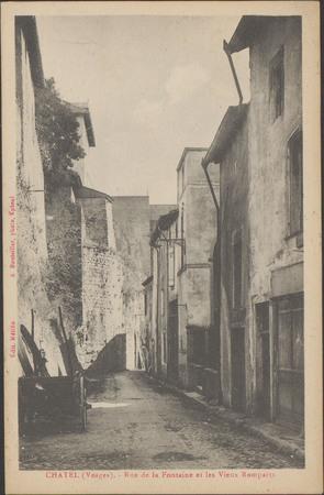 Châtel (Vosges), Rue de la Fontaine et les vieux remparts