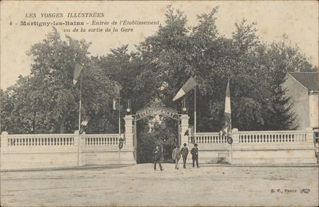 Martigny-les-Bains, Entrée de l'établissement vu de la sortie de la gare