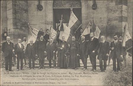Le 28 août 1917 à Ménil, Sur le portail de l'Église en ruines […]