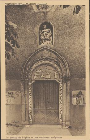 Vomécourt-s.-Madon (Vosges), Le portail de l'église et ses curieuses sculp…