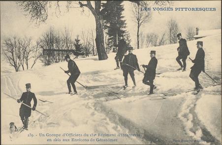 Un groupe d'Officiers du 152e Régiment d'infanterie en skis aux environs d…