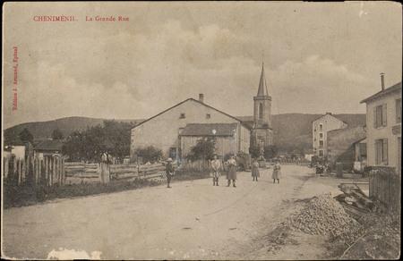 Chenilménil, La Grande Rue