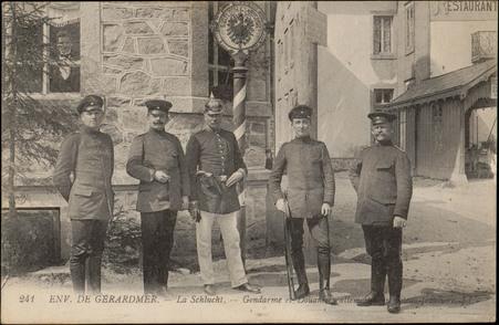 Env. de Gérardmer, La Schlucht, Gendarme et douaniers allemands au poteau …