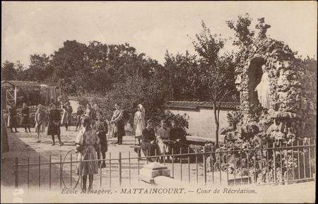 École Ménagère, Mattaincourtr, Cour de Récréation