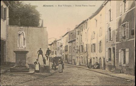 Mirecourt, Rue Villaume, Statue de Pierre Fourier