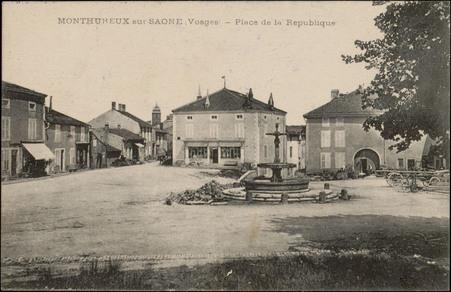 Monthureux-sur-Saône, Vosges, Place de la République