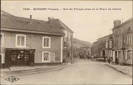 Moussey (Vosges), Rue du Village prise de la Place du Centre