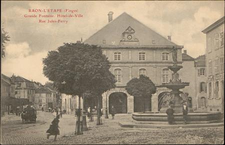 Raon-L'Etape (Vosges), Grande Fontaine, Hôtel-de-Ville, Rue Jules-Ferry