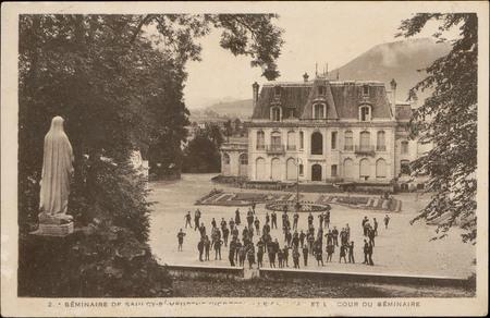 Séminaire de Saulcy-s/-Meurthe (Vosges), Le Château et la Cour du Séminaire