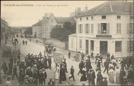 Thaon-les-Vosges, Place de l'Église un jour de Fête