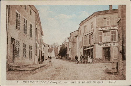 Ville-sur-Illon (Vosges), Place de l'Hôtel-de-Ville