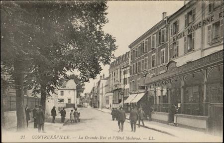 Contrexéville, La Grande-Rue et l'Hôtel Moderne