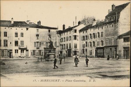 Mirecourt, Place Gambetta, Statue de Jeanne d'Arc