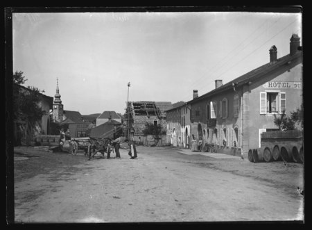 Provenchères - Entrée du village et Hôtel Cunin