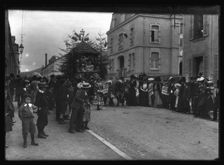Saint-Dié - Cavalcade de 1907 - Le char du kiosque des Hautes Vosges de la…