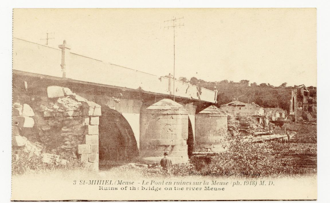 Contenu du St-Mihiel (Meuse, le Pont en ruines sur la Meuse ph. 1918) M. D.. Ruins of the bridge on the river Meuse