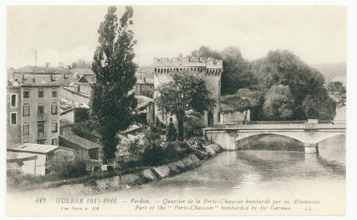 """Contenu du Verdun. Quartier de la Porte-Chaussée bombardé par les Allemands. Part of the """"Porte-Chaussée"""" bombarded by the German. Guerre 1914-1916"""