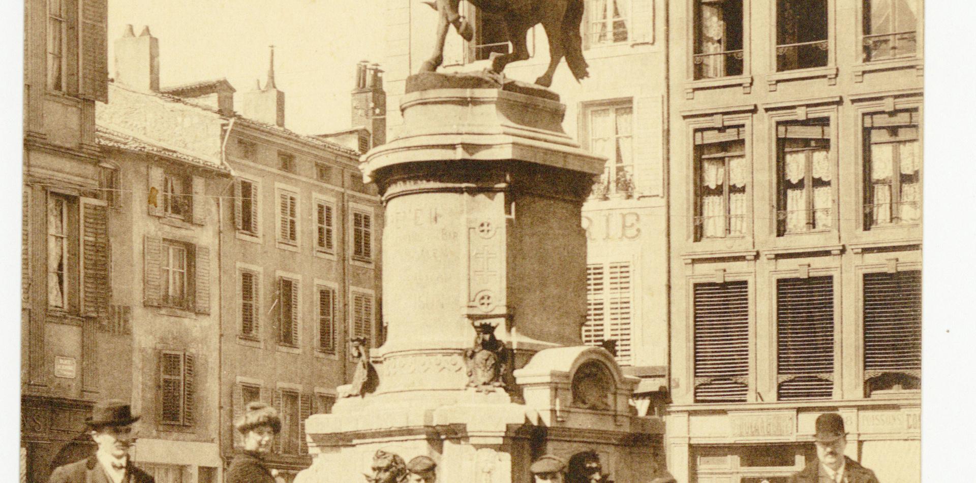 Contenu du La Place Saint-Epvre et sa statue