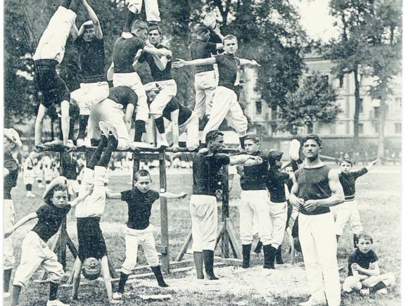 Contenu du Les gymnastes de la IIIe République
