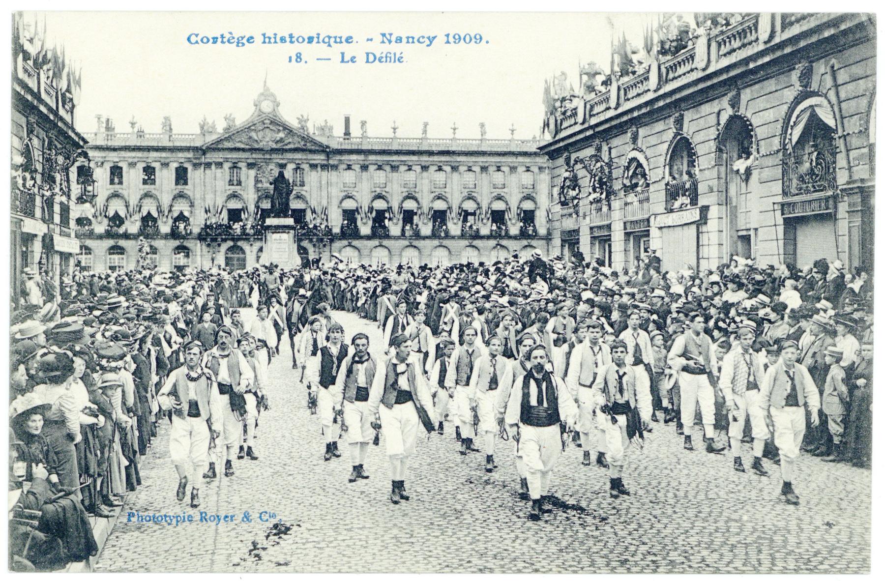 Contenu du Le Défilé.  Cortège historique. - Nancy 1909.