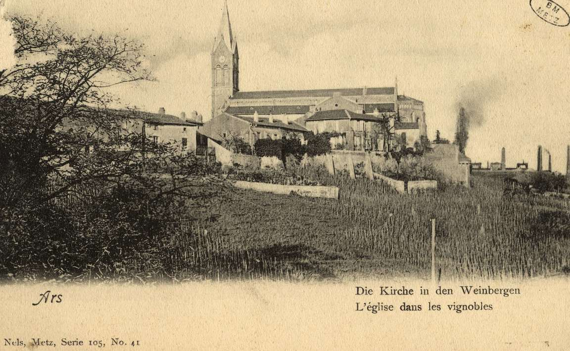 Contenu du Ars-sur-Moselle. Die Kirche in den Weinbergen. L'Église dans les vignobles.