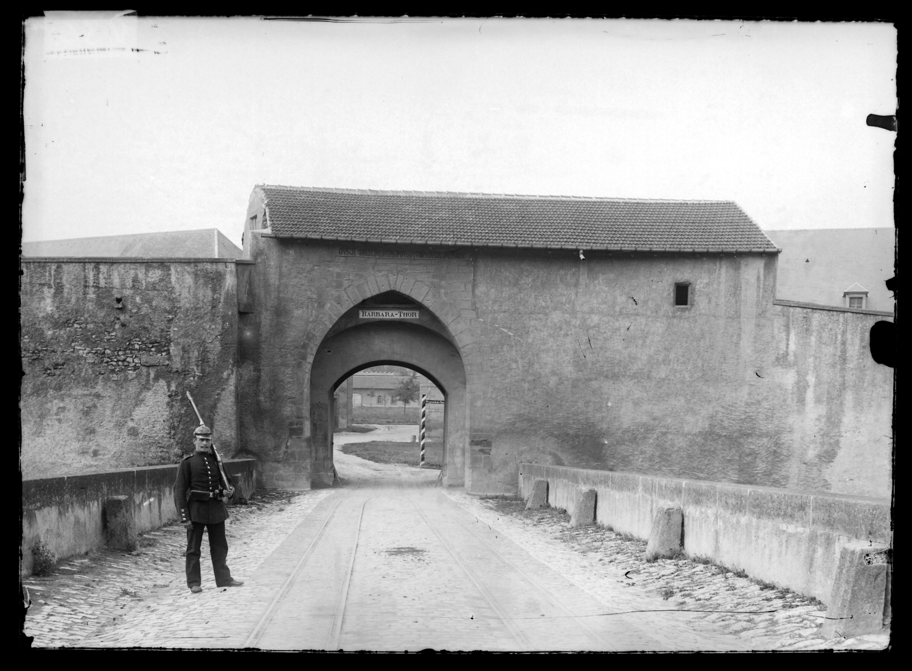 Contenu du La porte Sainte-Barbe