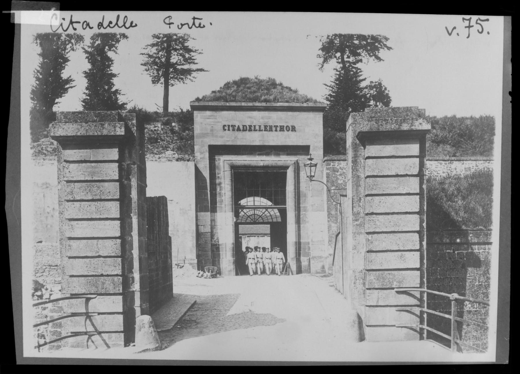 Contenu du La porte de la Citadelle