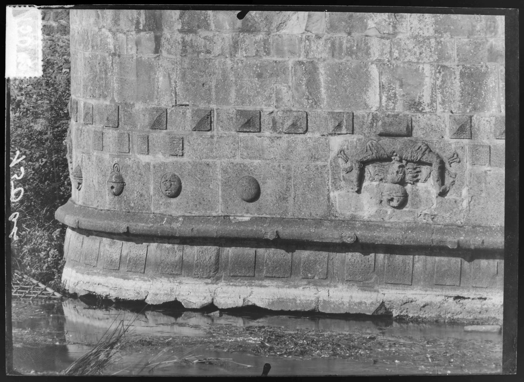 Contenu du Bas-relief de la caponnière Dex