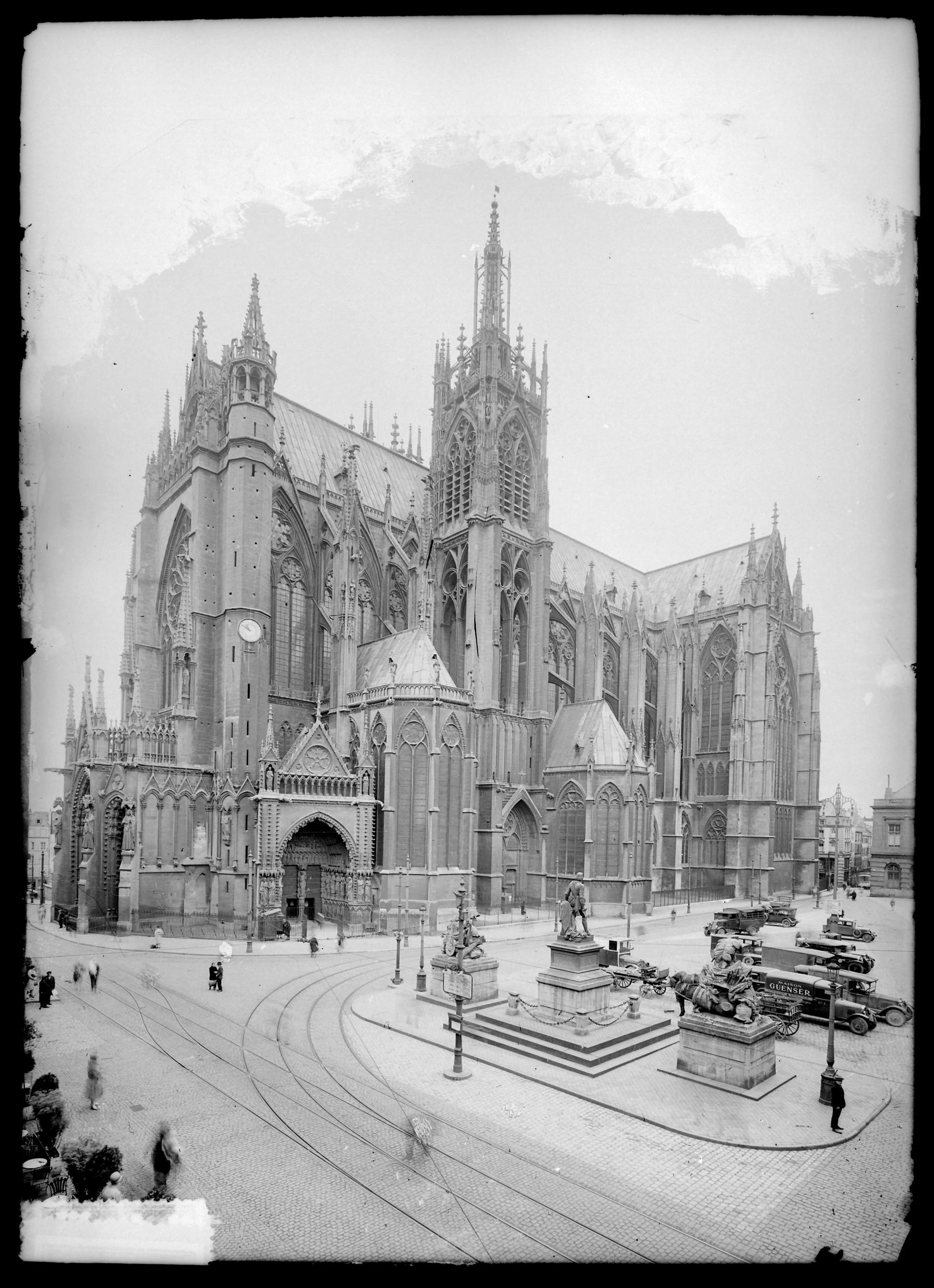 Contenu du La cathédrale dans les années 1910