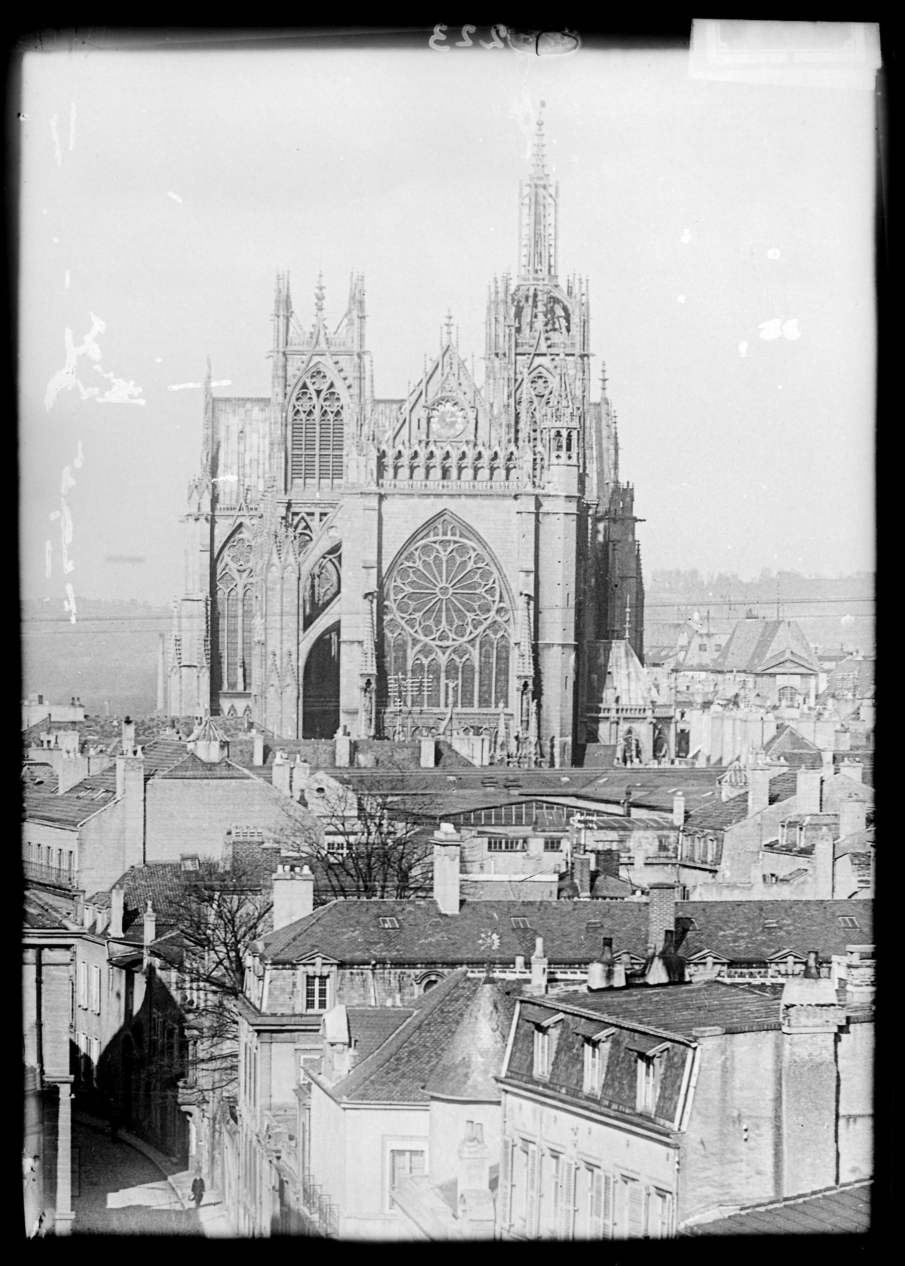 Contenu du Façade occidentale de la cathédrale vue depuis un point élevé de Metz