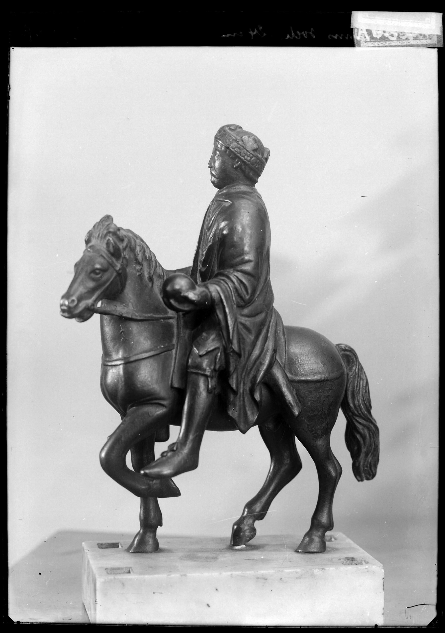 Contenu du La statuette équestre dite de Charlemagne