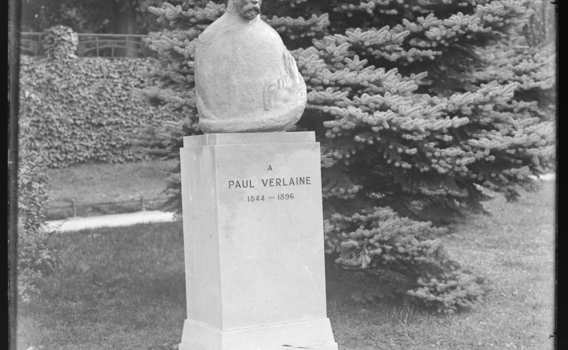 Contenu du Buste de Paul Verlaine, Boulevard Poincaré