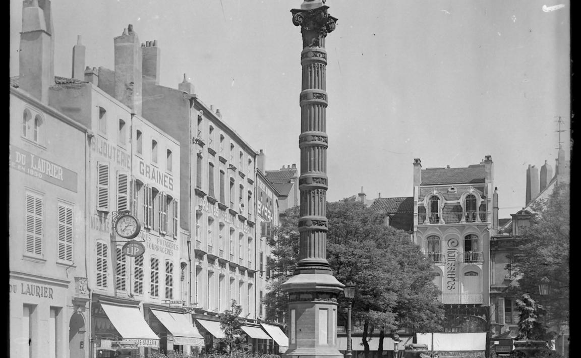 Contenu du La colonne de la Vierge, Place Saint-Jacques
