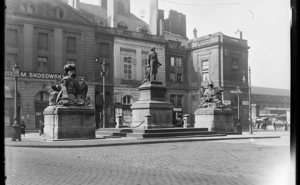 Contenu du Monument au maréchal de Fabert, Place d'Armes