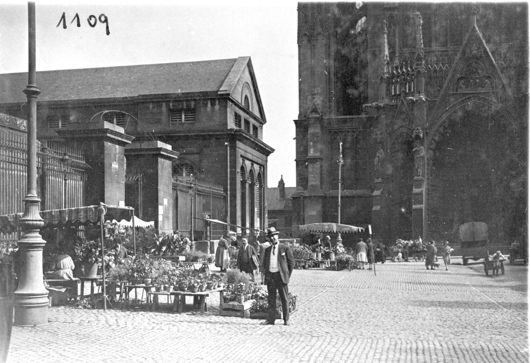 Contenu du Un marché sur la place de la cathédrale
