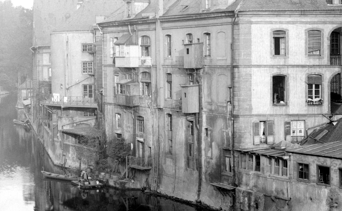 Contenu du La Moselle. Vue sur l'arrière de l'Opéra-Théâtre de Metz