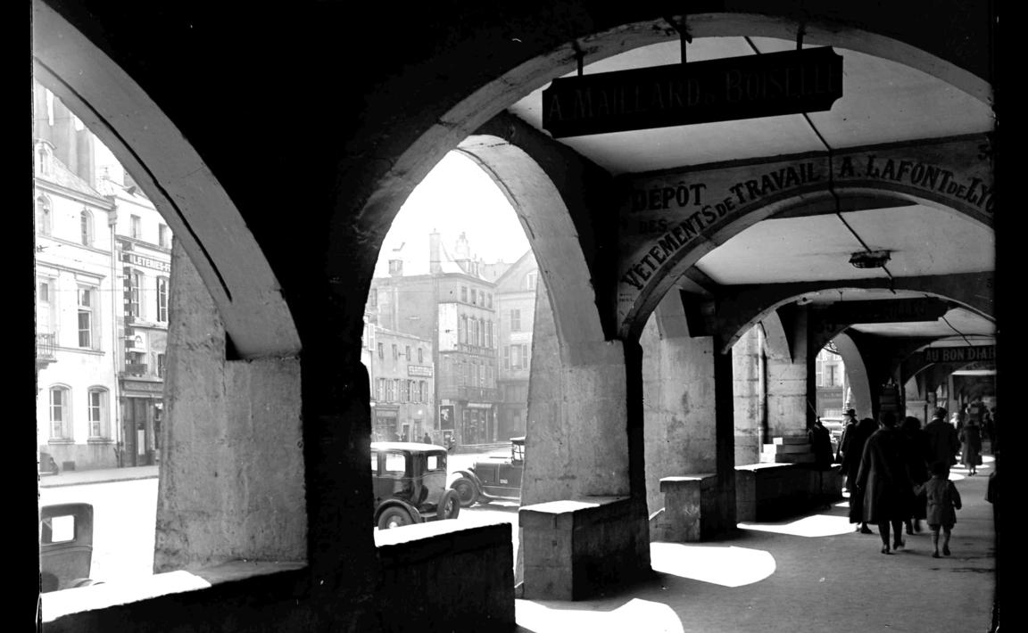 Contenu du Metz - Sous les arcades de la place Saint-Louis