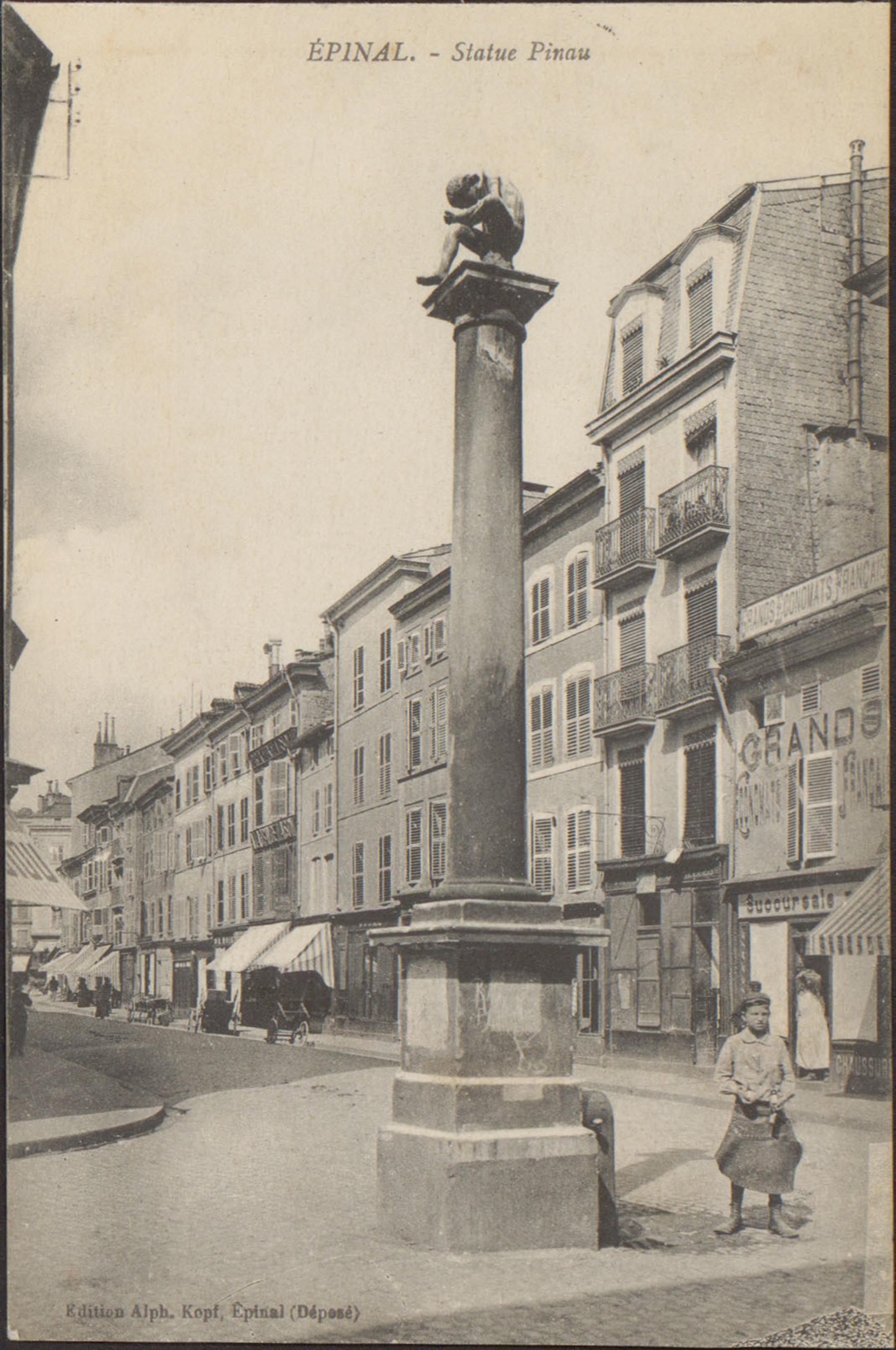Contenu du Épinal, Statue Pinau
