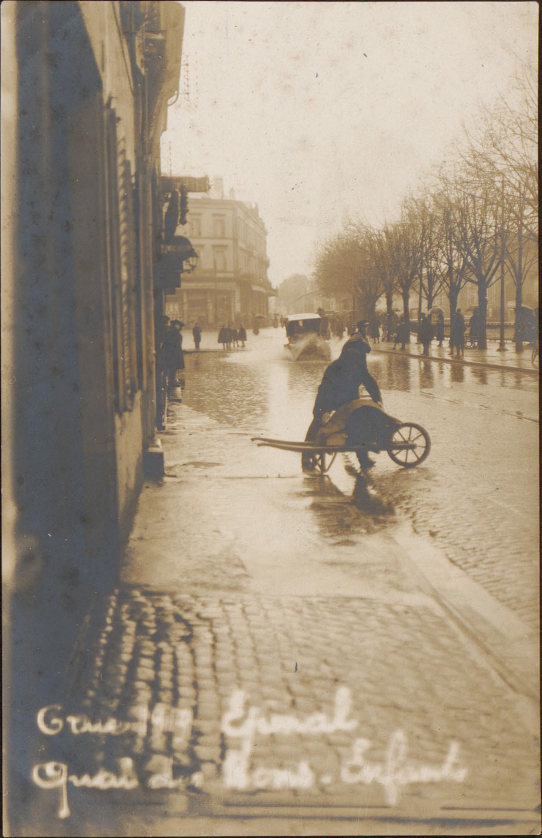 Contenu du Crue 1919 Épinal, Quai des Bons-Enfants