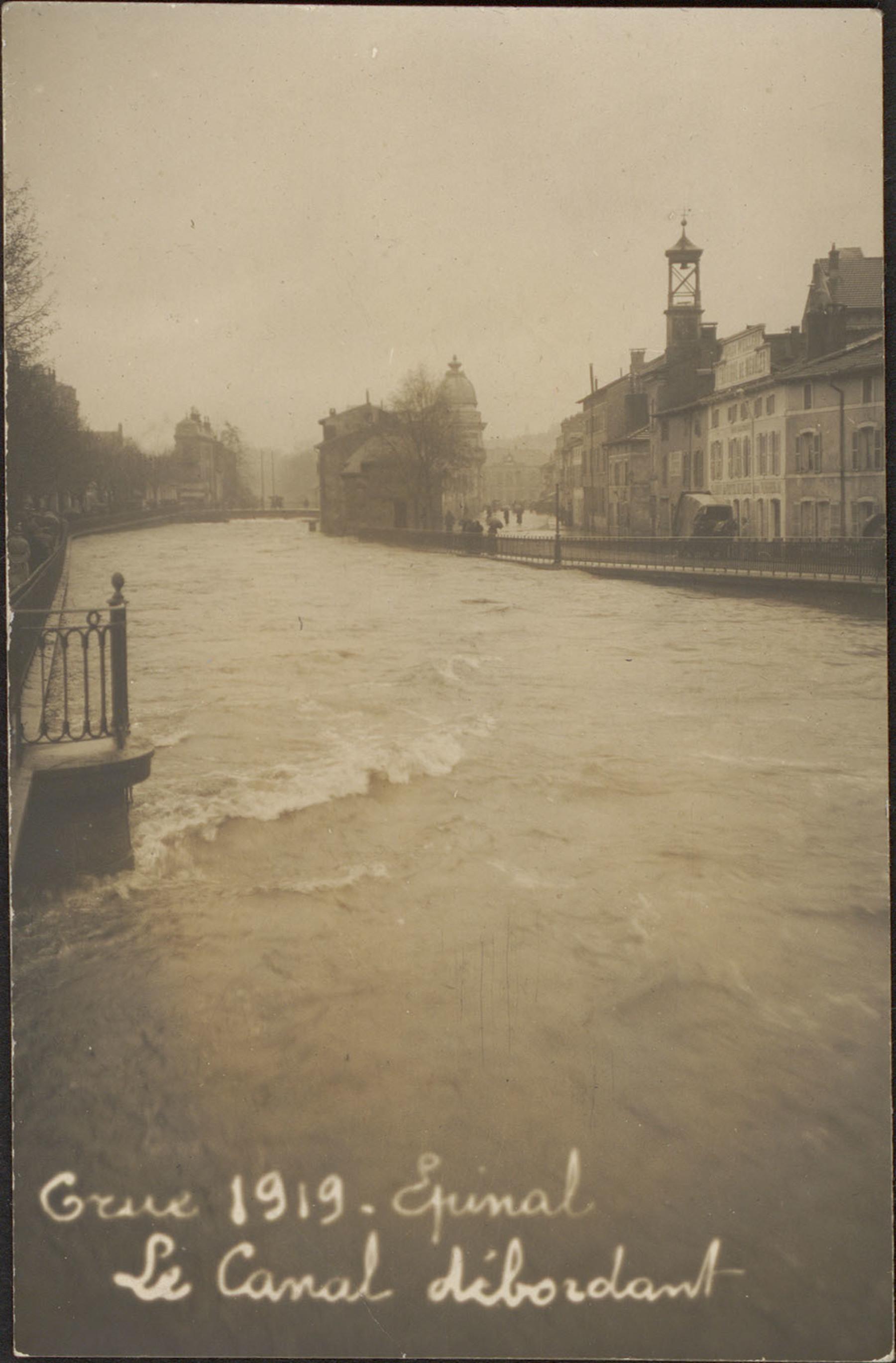 Contenu du Crue 1919, Épinal, Le Canal débordant